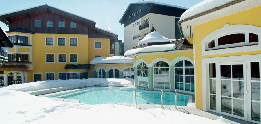 Austria_Zell-am-see_Romantik-Hotel_Outdoor-pool2.jpg